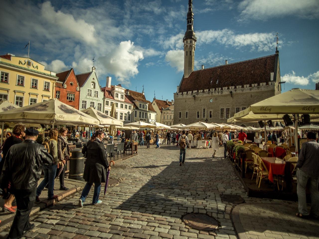 Landausflug in Tallinn: Malerische Szenen in der Altstadt von Tallinn