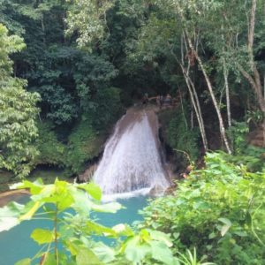 Der Wasserfall Blue Hole in Ocho Rios